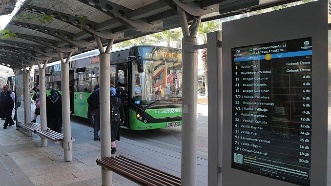 paradas de autobús con paradas inteligentes