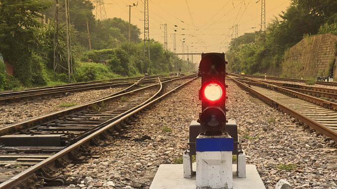 There is no signaling on the face of the Turan Rail