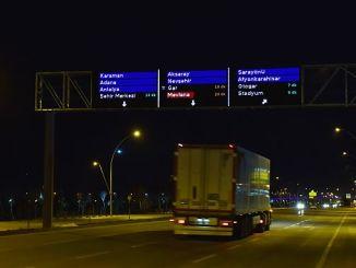 konyada trafigi rahatlatacak akilli ekranlar test ediliyor