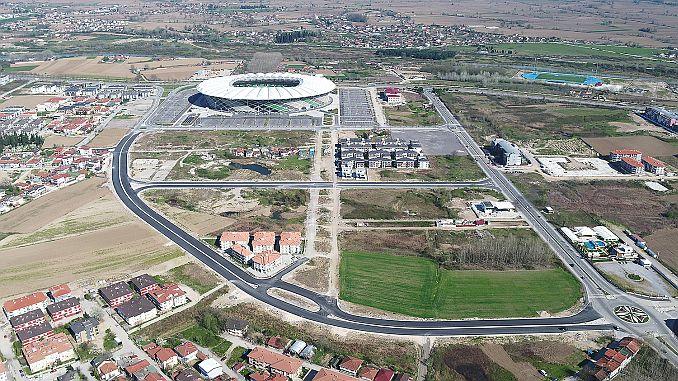 nieuwe weg naar het stadion om te ontspannen de dubbele weg is voltooid