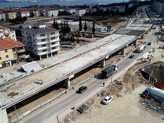 yuzbasilar koprulu kavsaginda tabliye betonu dokuluyor
