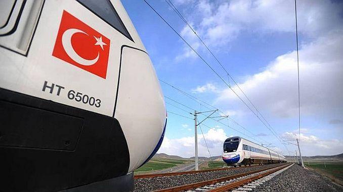 aydina spoorweg arriveert op de luchthaven