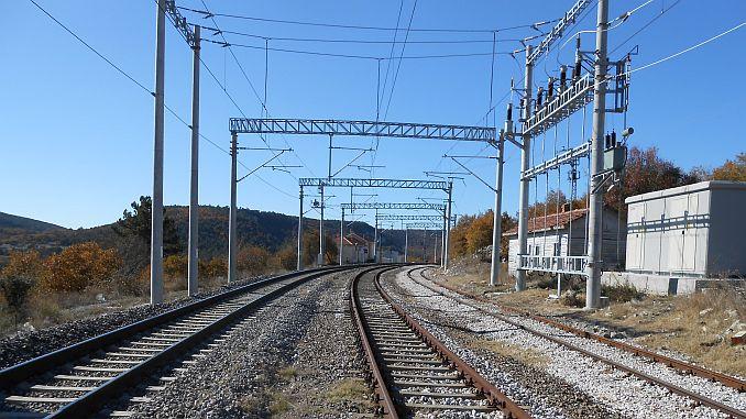 hoogspanningswaarschuwing op tcddden balikesir spoorlijn