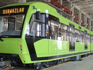 turkiyenin premier arrêt de véhicule léger sur rail avec la ville verte locale et nationale