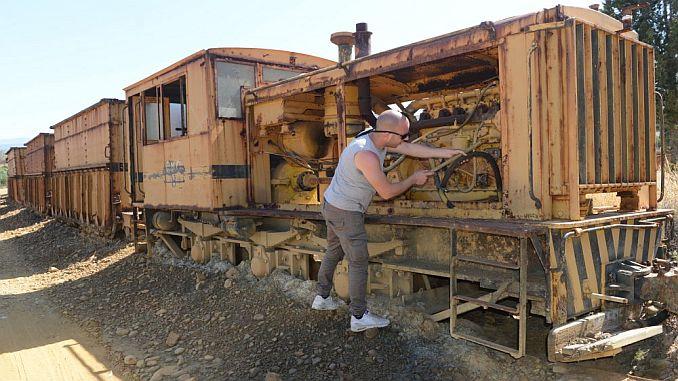 Wagen und Lokomotiven im Transit