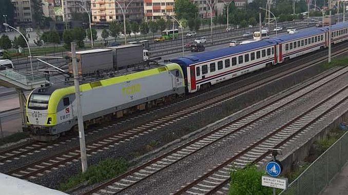 поезда в провинции Измитского был расположен на Бермудский треугольник дьявола NEW