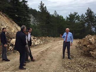 Obras de ampliación de carreteras en la estación de esquí de Keltepe.