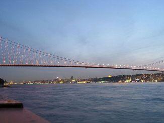 Kunstenaars kwam naar de brug naar amnestie penalty verkoop schroot