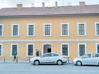 Die erste Station ist aciliyor turkiyenin Bibliothek in Konya