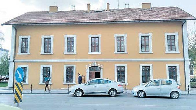 Первая станция aciliyor turkiyenin библиотеки в Конье