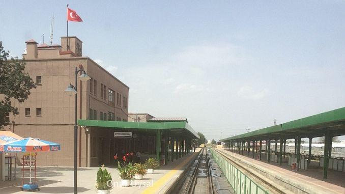 ریلوے اسٹیشن اور سٹیشن سڑک کے درمیان چلیں