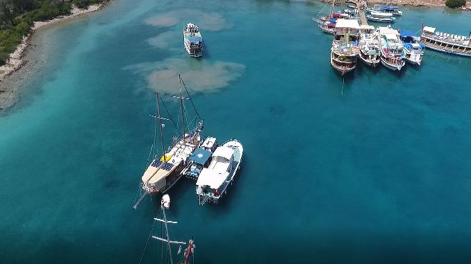 bahari ya bluu inalindwa na bluu na kijani na mradi safi wa pwani