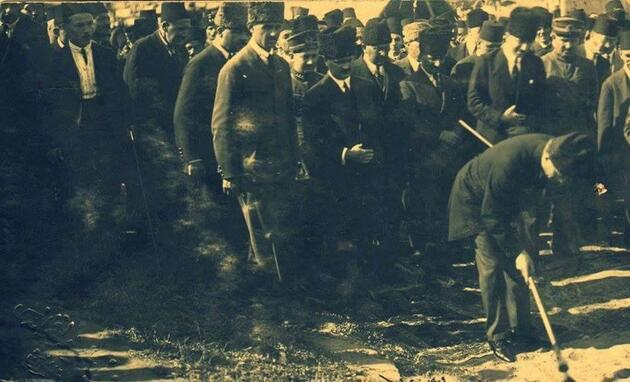 The founder of the Great Leader Mustafa Kemal Ataturk's Republic of Turkey in September te hitting it first started digging work to Samsun Sivas Thick railway line