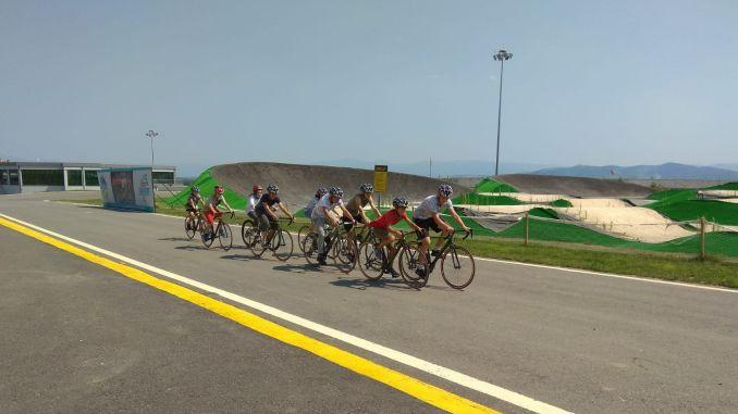 genc bisikletciler aycicegi bisiklet vadisinde yetisiyor