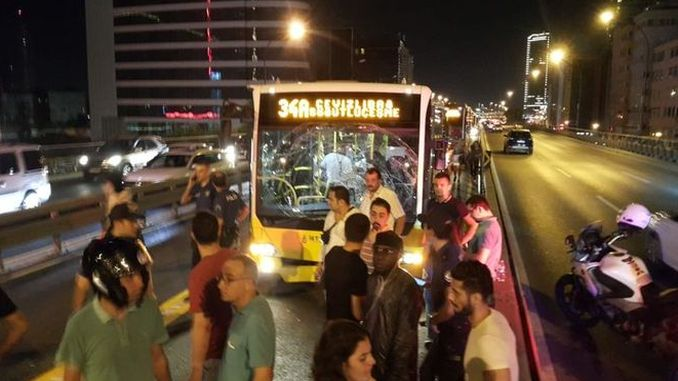 metrobus-õnnetus Istanbuli mecidiyekoydes