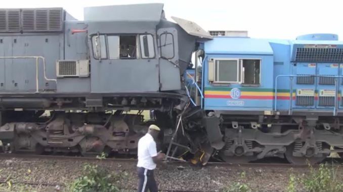 В результате столкновения двух поездов в Конго