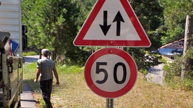 поставени са предупредителни знаци за пътно движение за алания гедевет
