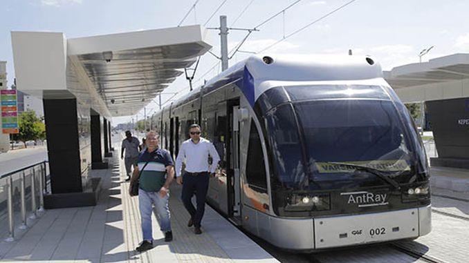 трамвайна линия на автобусна спирка започна услуга