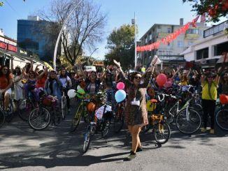 vozeći se biciklom praznim ulicama Ankare