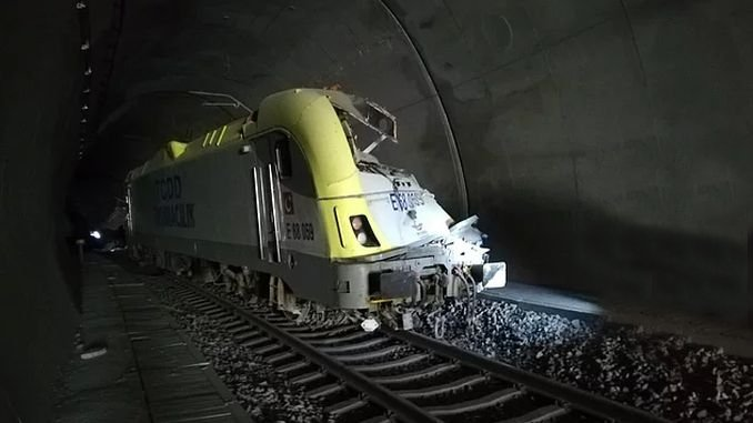 bilecikte train crash machinist lost his life