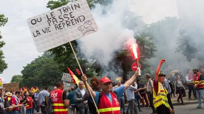 Els treballadors ferroviaris francesos van deixar la reforma de les pensions
