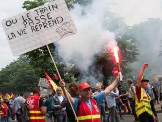 pekerja kereta api Prancis berhenti dari reformasi pensiun