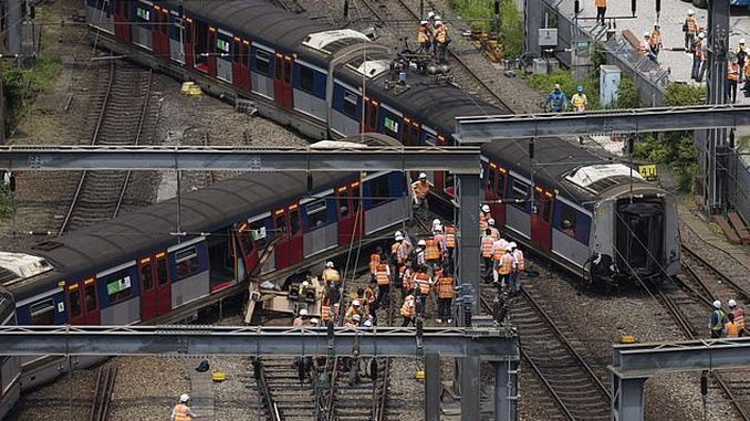 hong kongda trenin raydan cikmasi sonucu kisi yaralandi