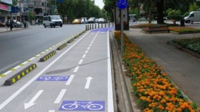 hulusi flows on the boulevard to the pedestrian and bicycle path to be made