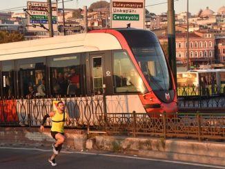 nationale Sportler Batuhan Bugra eruygun vum Tram konkurréiert