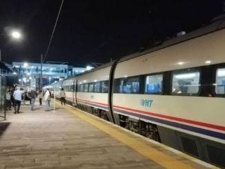 Yht cestující uvízli v předvečer