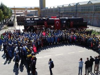 I dipendenti TUDEMSAS hanno pregato la conquista nella locomotiva di Bozkurt
