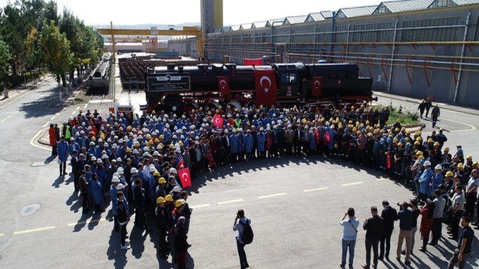 टुडेमासच्या कर्मचार्यांनी बॉजकर्ट लोकोमोटिव्हमध्ये विजय मिळवून प्रार्थना केली