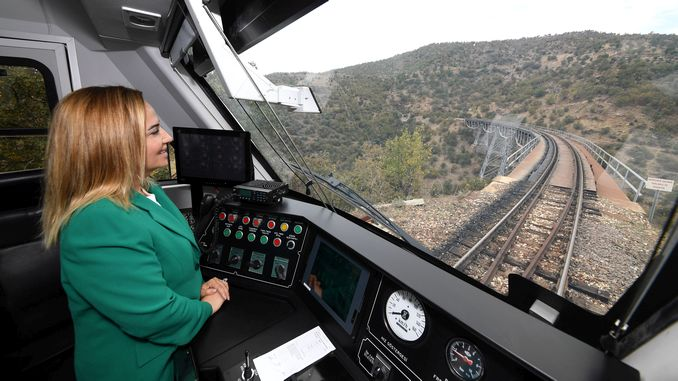 아나톨리아 dmu 국립 기차 세트 usakta 시운전 시작