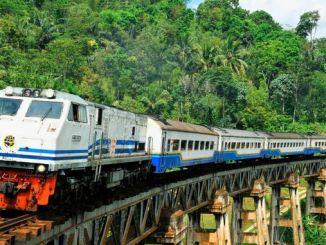 Željeznička pruga Jakarta Surabaya provodi se