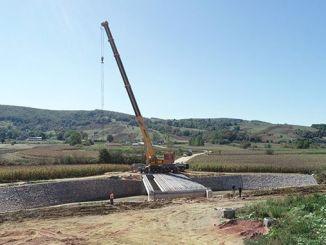 Cavus-sillan palkit sijoitettiin