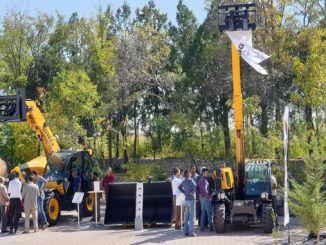 dieci teleskopski utovarivači dobijaju pune ocjene na događajima kupca u okolini