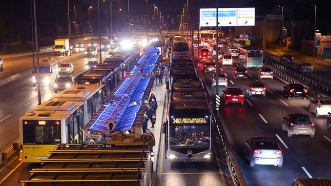 metrobus soforler trafikpsykolog i istanbul sart