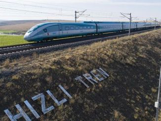 per raggiungere il treno veloce a Izmir