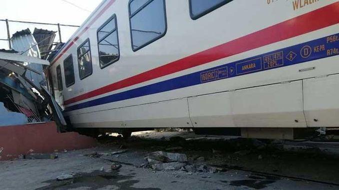 passasiers trein in Izmir