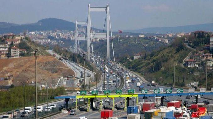 bro og hovedvei overgang fra koke å følge strenge