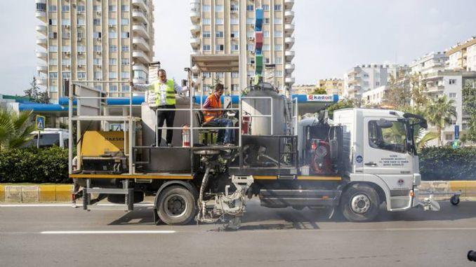 mersin buyuksehir uretip paint waste to make the road line