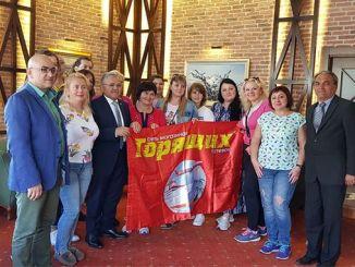 乌克兰游客欣赏开塞利耶