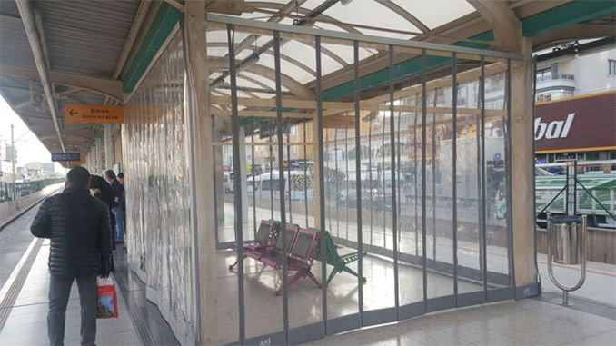 estacions bursaray zona d'espera sala transparent