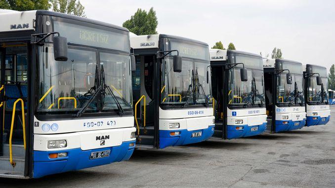 จำนวนยานพาหนะที่ใช้งานในฝูงรถบัส EGO คือเท่าใด?