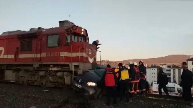 elazigda pasaje tren otomobil carpti olu blese