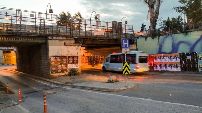 kadikoy ibrahimaga mosta pada cestovni mjesec promet zatvoren