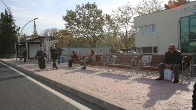 stola ishin vendosur në ndalesat e lëvizshme të ndërtuara në rrugën salim dervisoglu