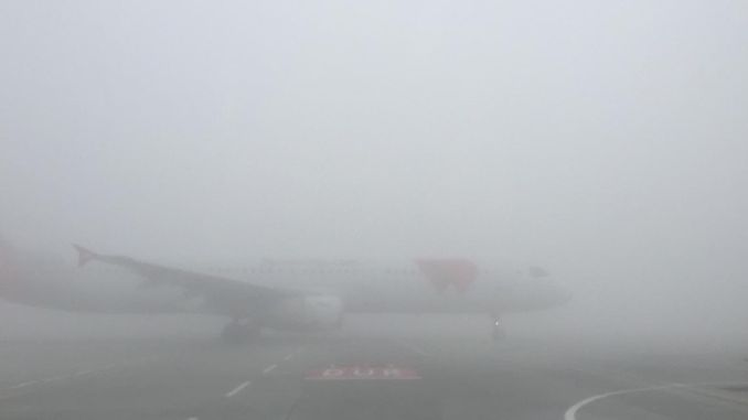магла погодена од аеродромот во Истанбул