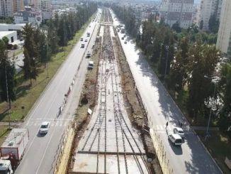 шините започнаа да се поднесуваат на железничката линија на железничката станица во Анталија