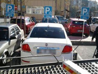kocaelide behinderte autos geparkt an stelle der behinderung nr